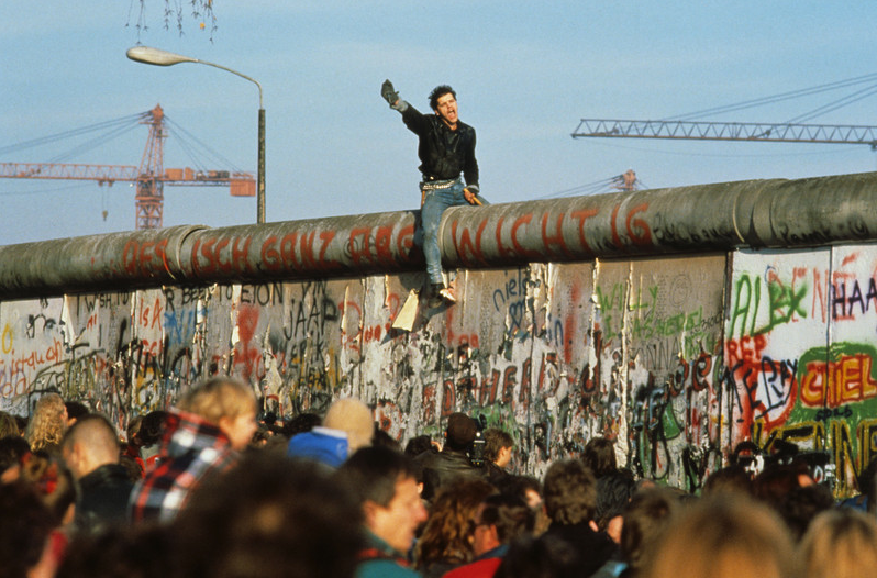 Fall-of-the-Berlin-Wall1